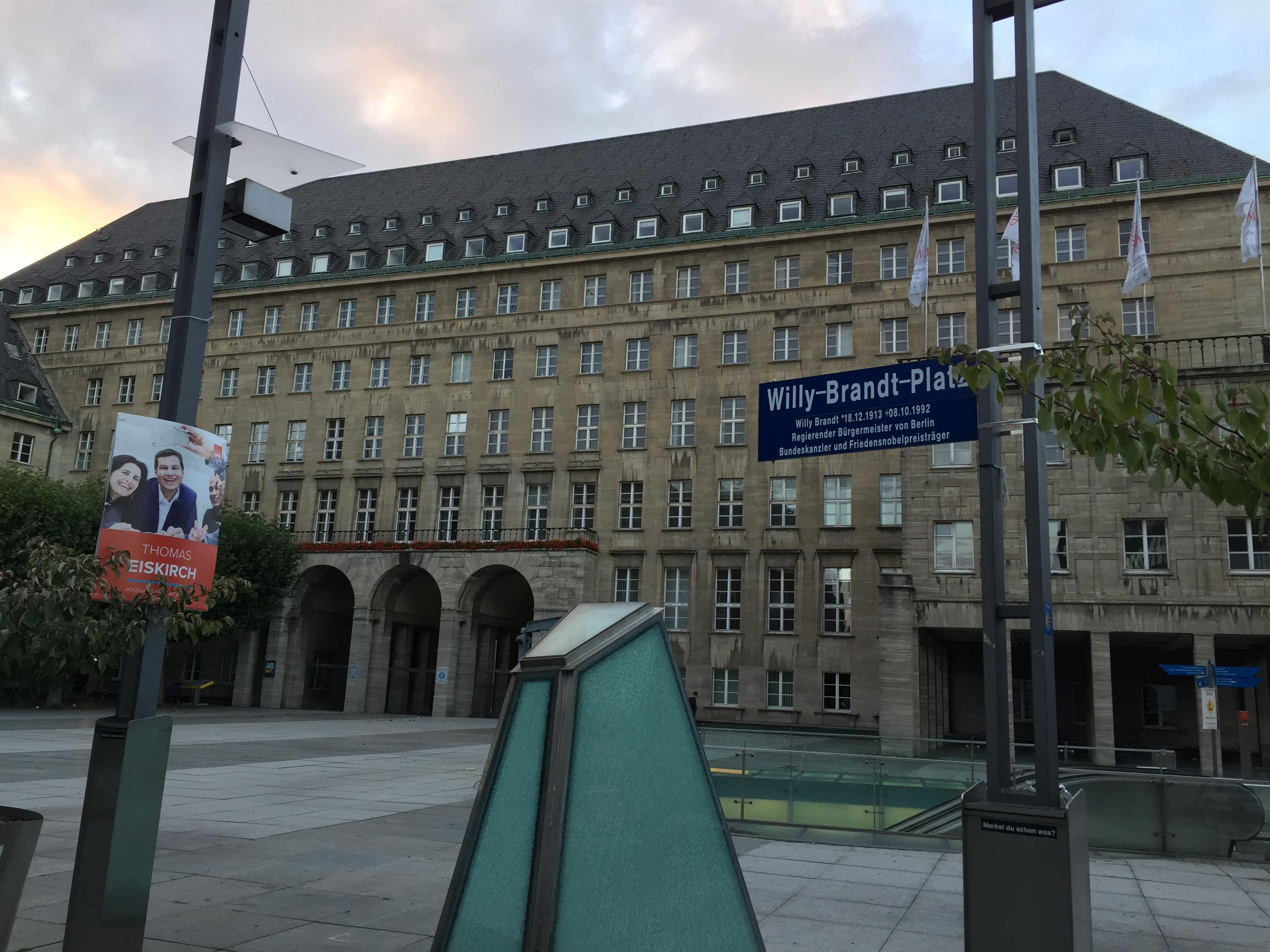Willy-Brandt-Platz in Bochum vor dem Rathaus