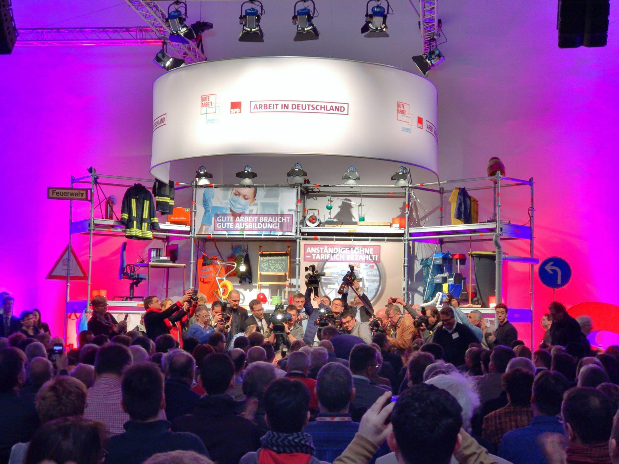 Bei der Arbeitnehmerkonferenz - Martin Schulz wird von diversen Pressevertretern gefilmt und fotografiert #GuteArbeitVerbindet #SPD