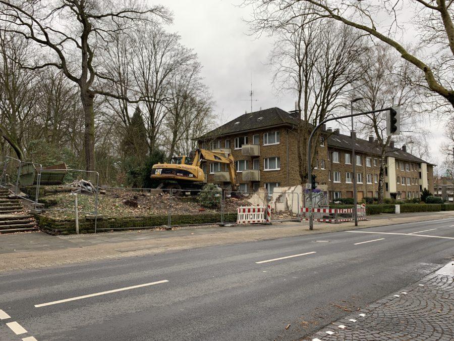 Parkwärterhäuschen im Bochum-Ehrenfeld #boEhrenfeld (Ansicht aus Südost, Mittelinsel der Königsallee)