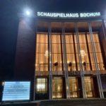 Schauspielhaus Bochum mit Informationstafel der zu spielenden Stücke (hier u.a.: O, Augenblick)