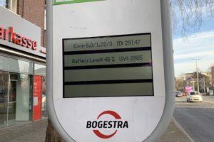 Defekte LCD-Anzeige der Bogestra an der Haltestelle Schauspielhaus (2/2)