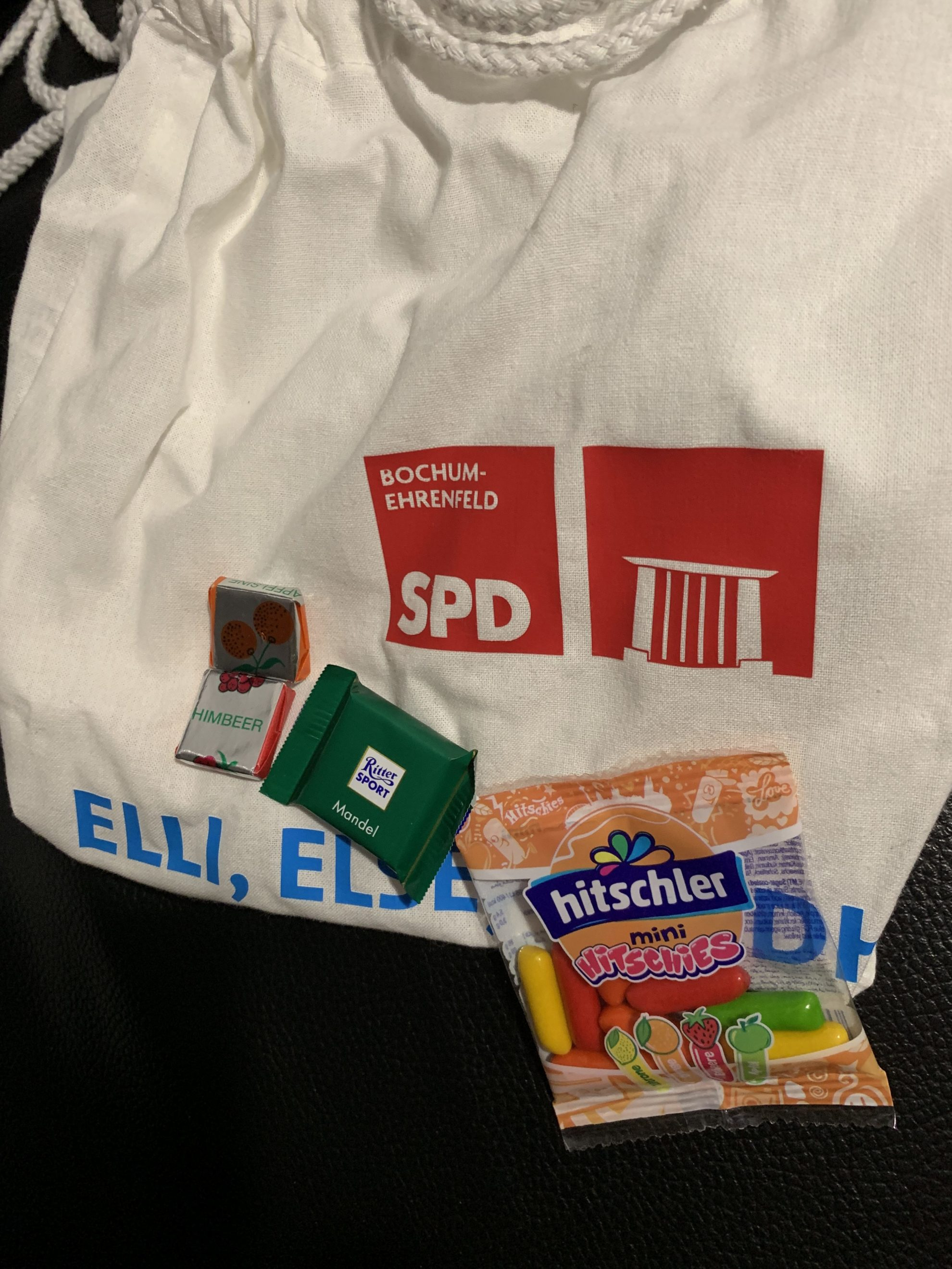 (Maiabendfest 2019) Tasche und ein paar der Süßigkeiten...