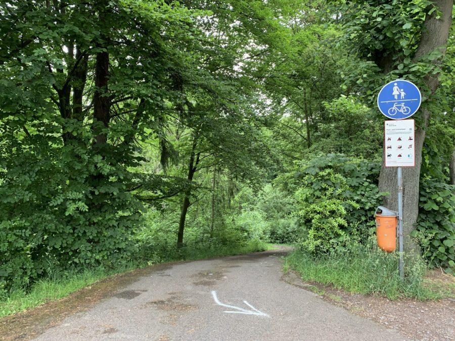 Absperrung zum Wiesental (in der Stensstraße, Nähe Cranachstraße) - da ohne Pfosten zur Absperrung