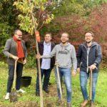 Einheitsbuddeln Bochum am 03.10.2019: Alexander Knickmeier, Jens Matheuszik sowie Lennart und David Schnell - mit SPD-Wimpel