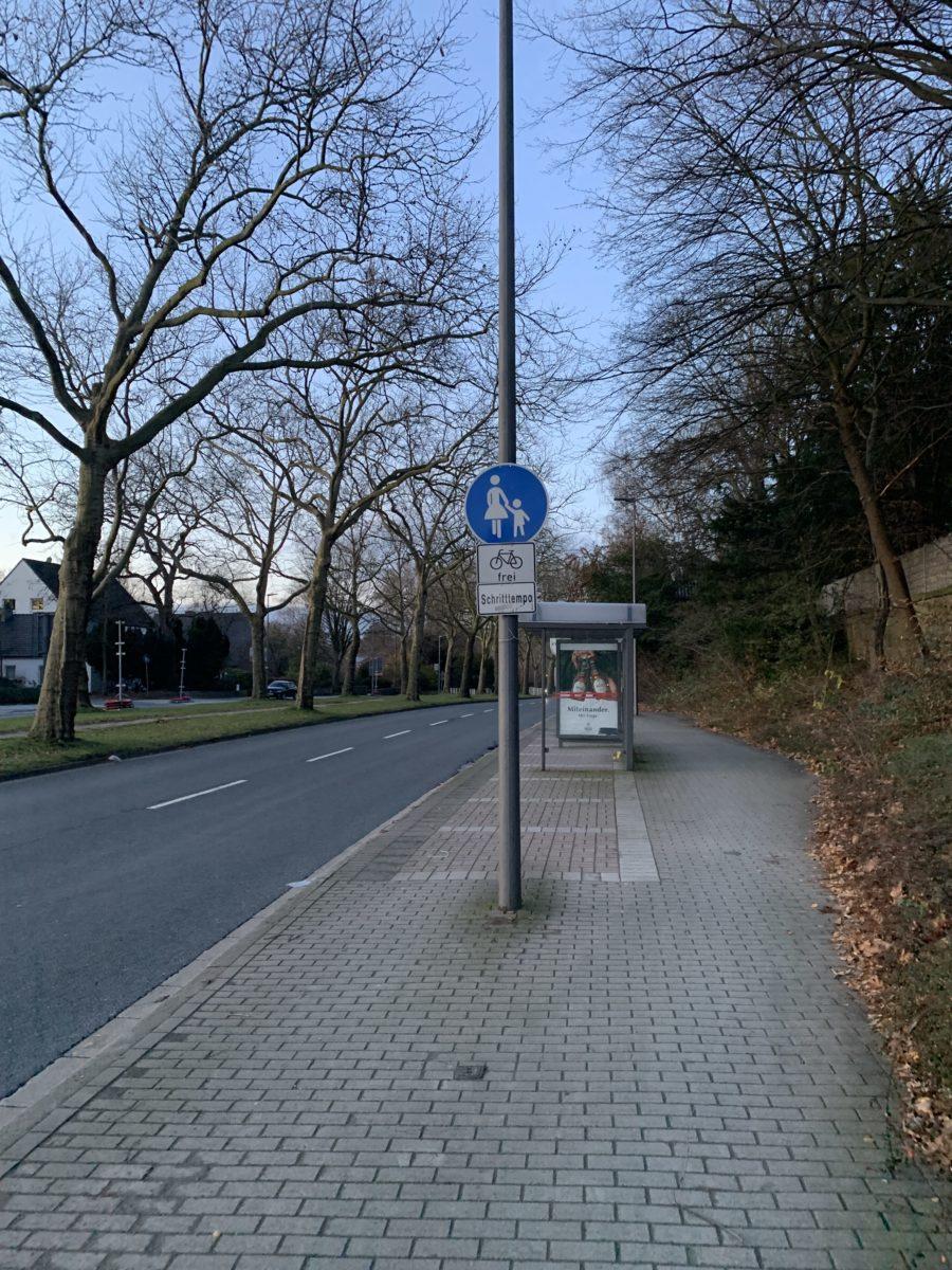 Königsallee (hinter der Kreuzung Wasserstraße) in Richtung Innenstadt