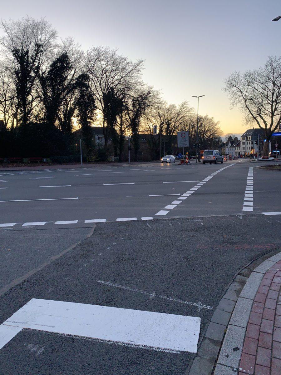 Kreuzung Königsallee/Wasserstraße - Richtung Wasserstraße (vom Osten kommend)