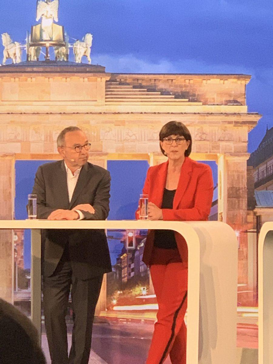 Norbert Walter-Borjans und Saskia Esken im Berliner Salon