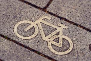 Fahrrad-Symbol auf Asphalt