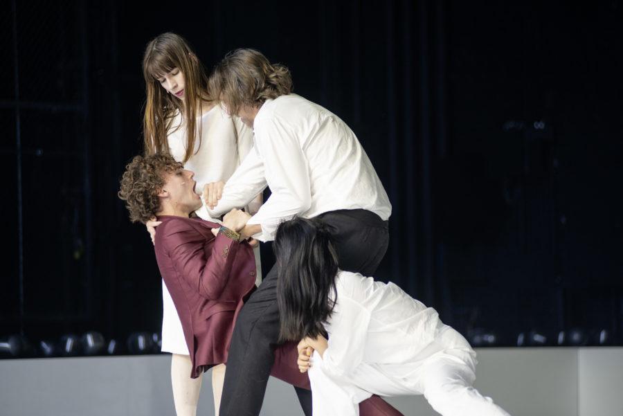Dominik Dos-Reis, Ann Göbel, Stefan Hunstein, Jing Xiang (von links) - Hamlet (Schauspielhaus Bochum) - (c) JU Bochum