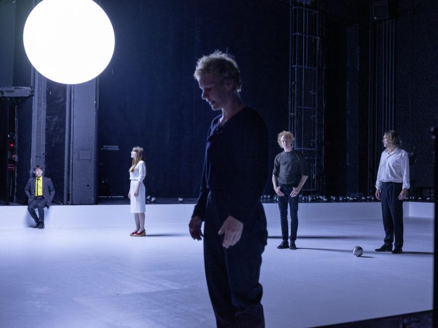 Ulvi Teke, Ann Göbel, Sandra Hüller, Konstantin Bühler, Stefan Hunstein (von links) - Hamlet (Schauspielhaus Bochum) - (c) JU Bochum