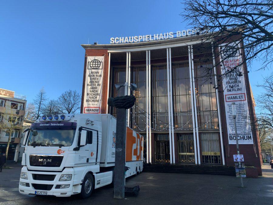 Schauspielhaus Bochum und ZDF-Übertragungswagen
