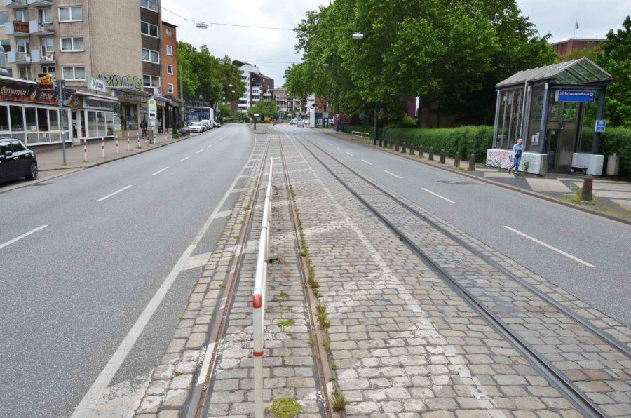 Hattinger Straße und die Schienen in der Mitte der Straße (Foto: André Grabowski / Stadt Bochum, Referat für politische Gremien, Bürgerbeteiligung und Kommunikation
