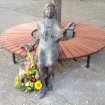 Tana-Schanzara-Denkmal (nach der Enthüllung auf dem Hans-Schalla-Platz)