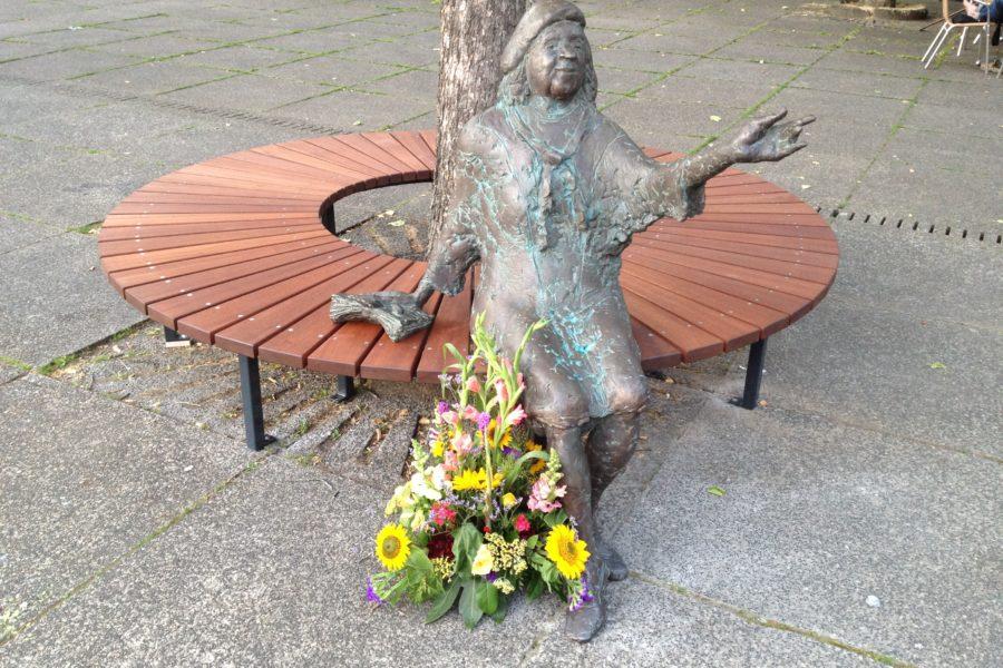 Tana-Schanzara-Denkmal auf dem Hans-Schalla-Platz