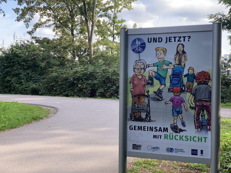Gemeinsam mit Rücksicht - Schild auf dem Ruhrtalradweg in Essen