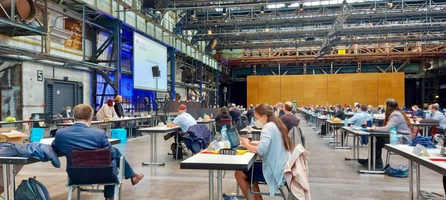 Vereidigung von Ratsmitglied Jens Matheuszik durch Bochums Oberbürgermeister Thomas Eiskirch (in der Jahrhunderthalle Bochum)