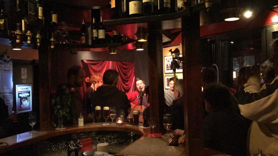 Biercafe (am Schauspielhaus): Tommy Finke singt (Bild von 2017)