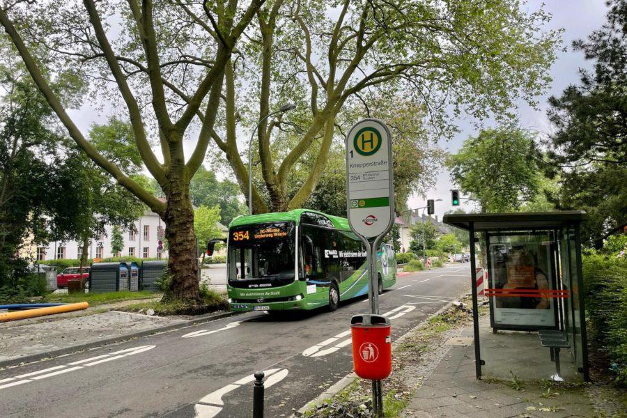 Bogestra-Bus (Linie 354) auf der Friederikastraße - an der Haltestelle Knepperstraße
